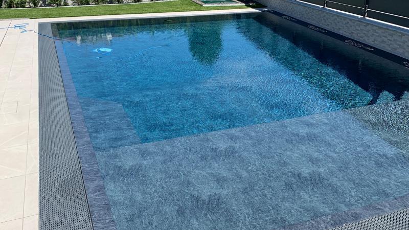 Piscina a Skimmer: Urban Pool - Baires Piscine - Riflesso sull'acqua