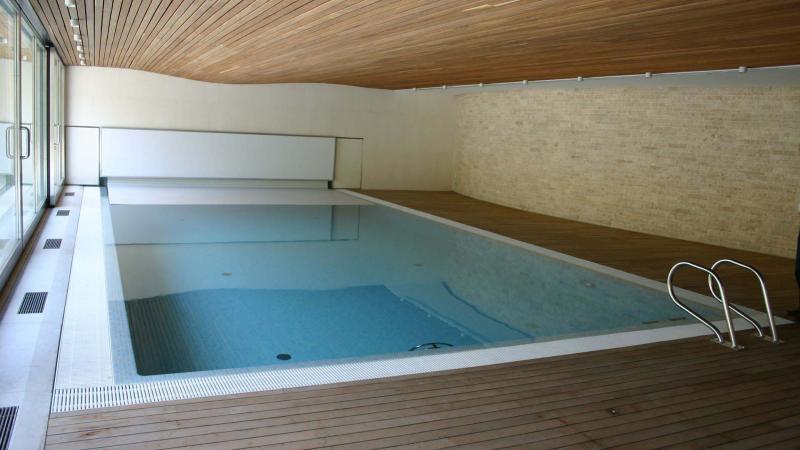 Piscina Interna a Sfioro: Dream Lovers - Con copertura piscina - Baires Piscine Brescia Bergamo Milano