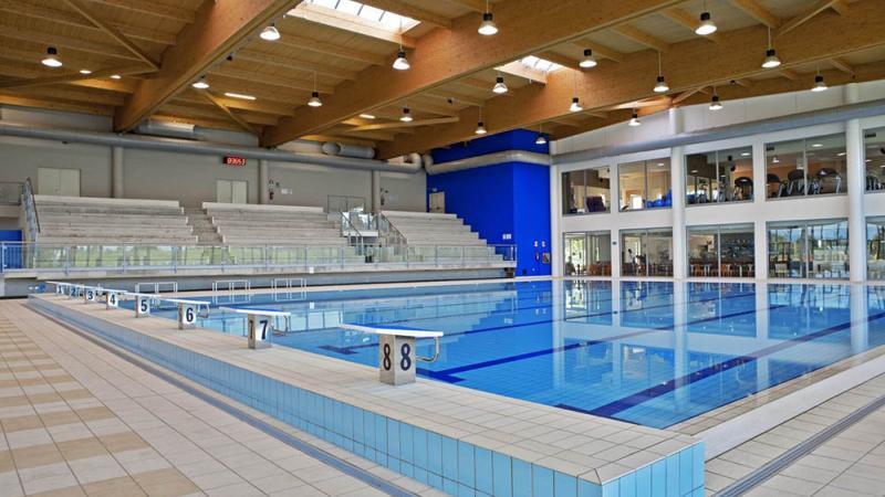 Piscina esterna a sfioro - Piscina Esterne e Interne a Sfioro: Centro Sportivo Le Gocce - Baires Piscine