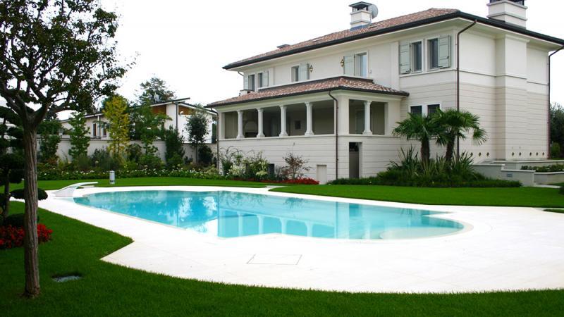 Piscina esterna a sfioro: Santa Monica - Baires Piscine - Brescia Bergamo Milano
