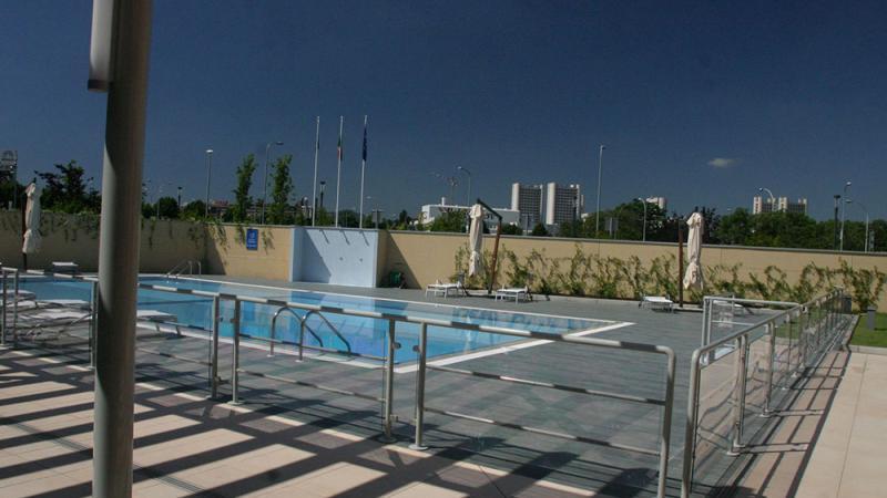 Vista terrazzp - Piscina a Sfioro: Hotel Extension