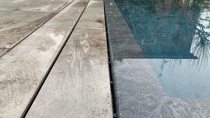 Piscina a sfioro: Pure Stone - Baires Piscine Brescia Bergamo Milano